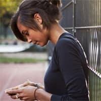 El cuello y la espalda son las zonas más castigadas por el mal uso de estos dispositivos.
