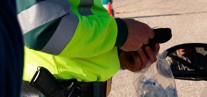 La Guardia Civil detiene el uso del móvil en horas de servicio