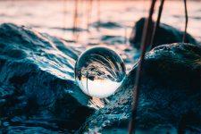 Claros como el agua: operadores que presumen de tener valores y principios